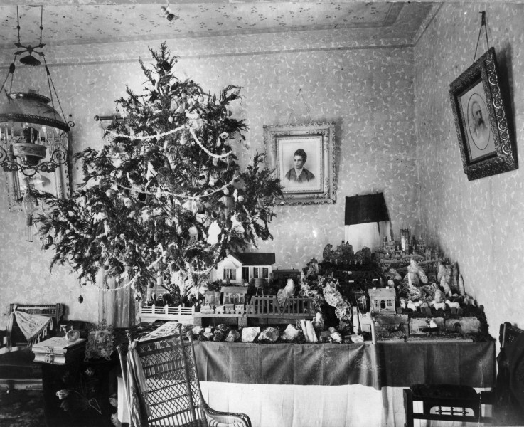 Miniature scenes beside a richly decorated cedar tree in the partlor of Harry and Hulda Seele on E. Crockett Street, circa 1900.  (MS 362:  072-3127)