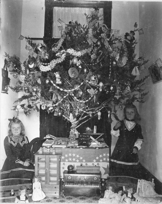 Cedar tree decorated with factory-made ornaments, paper chains, and American flags in the Dahlgrun house on Matagorda Street, circa 1900.  (MS 362:  081-0225)