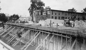 Construction of cantilever sidewalk above the San Antonio River, between Houston and Travis Streets, circa 1918.
