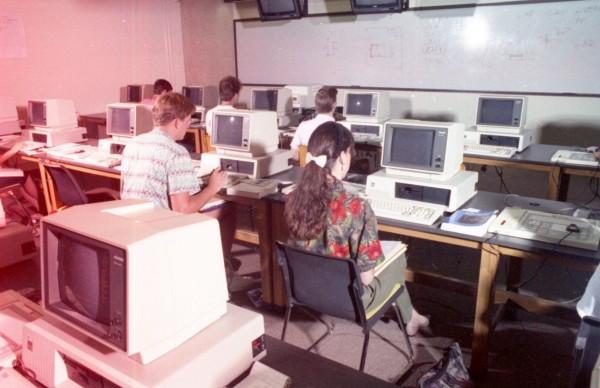 UTSA computer lab 1990, University Communications Photographs, UA 16.01.01