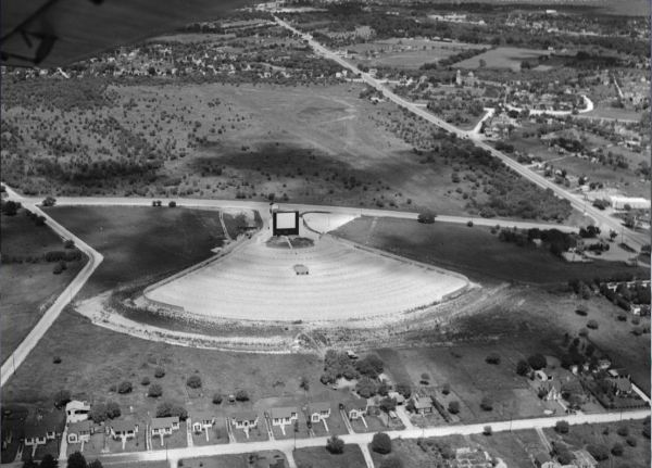 Aerial view, looking northeast, showing the Trail Drive-In shortly after it opened in 1946.  Roosevelt Avenue and Mission San Jose are at upper right.  MS 355:  Z-1992-A)
