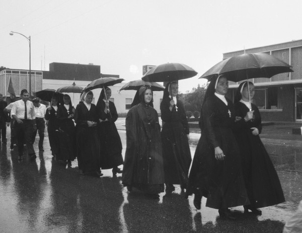 A group of nuns participate in the march as it nears San Fernando Cathedral, August 27, 1966.  (MS 360: E-0012-187-D-21)