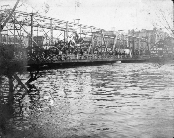 "Crowd on the Navarro Street ""Old Mill Crossing"" Bridge, October 1913.  (MS 362:  113-048)"