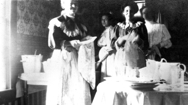 Women, including members of the Zerkel family, washing dishes after Thanksgiving dinner, 1909, MS 362