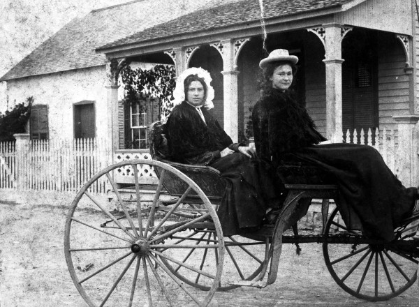 Roberta and Lucy Hopp outside the Kieser-Pingenot House, Madrid Street, 1897.  (MS 362:  109-0762)