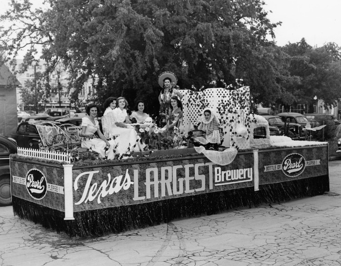 San Antonio Brewing Association float advertising Pearl Beer, April 20, 1949.  (Zintgraff Studio Collection, MS 355: Z-0686-1-B)