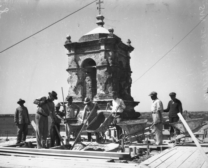 Federal Emergency Relief Administration workers construct a concrete dome on the mission church, February 1935.  (MS 359:  L-0207-N)