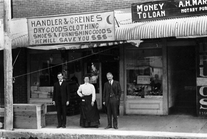 Handler and Greines Store, North Main Street, Fort Worth, ca. 1910. (General Photograph Collection, MS 362: 096-1467, courtesy of Edwin Greines Cohen )
