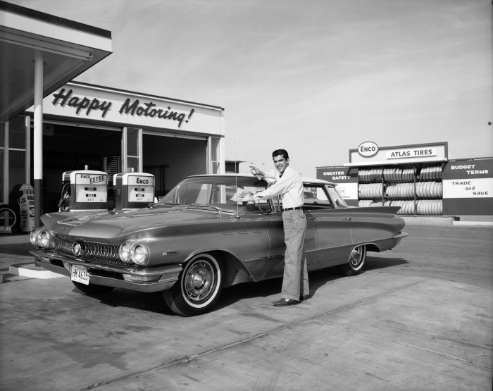 Attendant cleaning the windshield of a Buick Invicta at Whiteside Enco Service Station, 3814 S. New Braunfels Avenue, San Antonio, 1963. (Zintgraff Studio Photograph Collection, MS 355: Z-1191-B-35472)