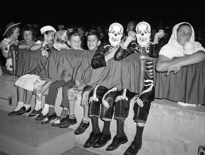 KENS-TV Halloween party for children at Municipal Auditorium, 1961. (Zintgraff Studio Collection, MS 355: Z-1308-L-27015)