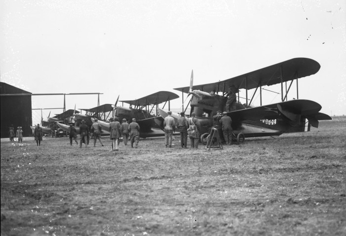 Mechanics prepare planes for practice flights and a landing on Medina Lake, December 17, 1926. (MS 359: L-0739-M)