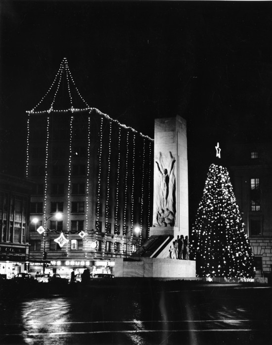Lights on the Gibbs Building and the Rotary Club Christmas tree, behind the Cenotaph on Alamo Plaza, early 1950s. (Zintgraff Studio Photograph Collection, MS 355: 0364-A-06)
