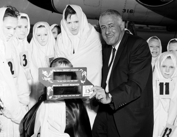 "Hollywood producer-director William Castle shows fans his ghost viewer for use when watching his current movie, ""13 Ghosts,"" San Antonio International Airport, July 1, 1960 (MS 355: Z-0750-19270)"