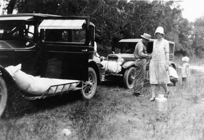 Caravan from San Antonio arrives at a campground at Junction, 1927. (MS458: 115-0400)