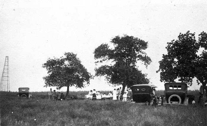 Picnic overlooking the Somerset Western No. 1 oil derrick near Lytle. (093-0029. Courtesy of Margaret Trouart)